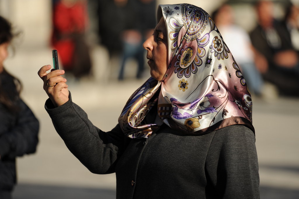 mobile-woman-istanbul