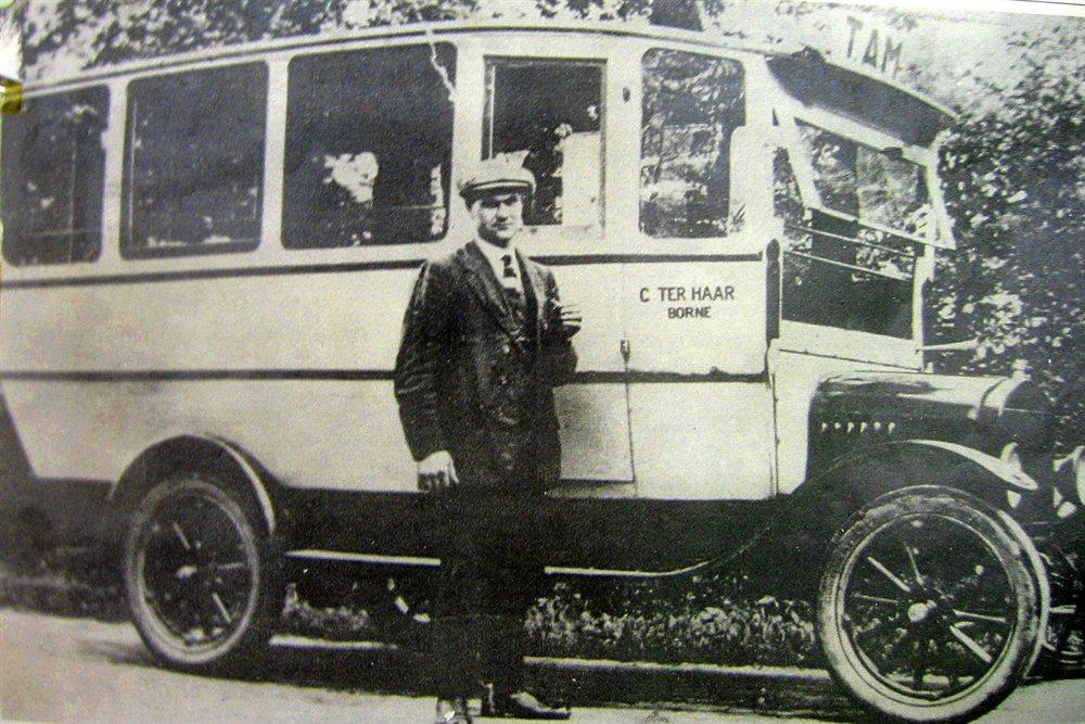 G ter Haar in 1924 voor zijn eerste T-Ford bus